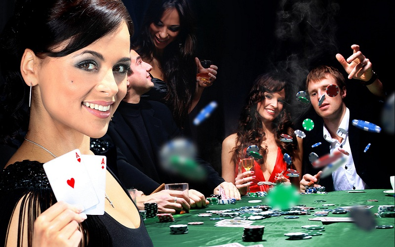 How to create confusion for other players at an online poker game?